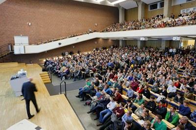 Plenarvortrag auf der Jahrestagung 2015 (© DPG / Röhl)